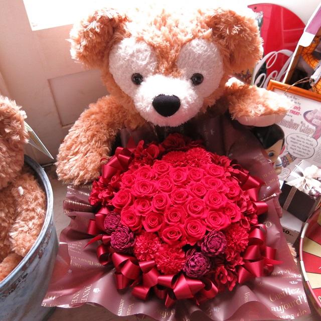 プロポーズ ダッフィー 花束風ギフト ぬいぐるみ 70cm 大きなダッフィーがお花を抱えた クリアーケース付き サプライズ たっぷり プリザーブドフラワー入りギフト