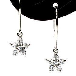 フラワーフックピアス プレゼントK18ホワイトゴールド 天然ダイヤモンド 誕生日 彼女