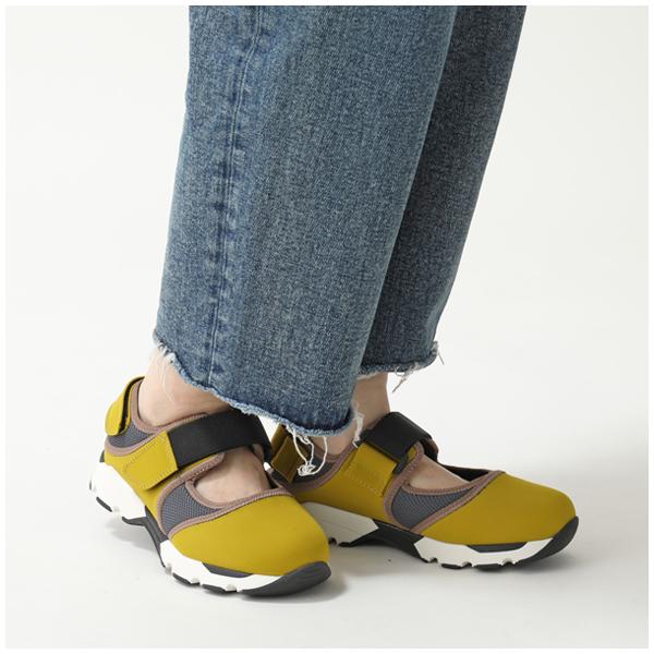 BareTraps Girl/'s Rosebud Fashion Black Fringe Sandals Shoes