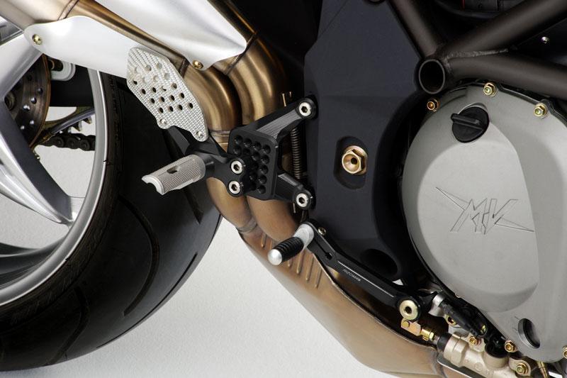 【送料無料】 【バイク ステップ】RIZOMA リゾマバックステップ RevF4/Brutale