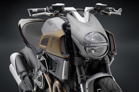 【送料無料】【バイク ハンドル】 RIZOMA ハンドルバー キットDiavel ディアベル