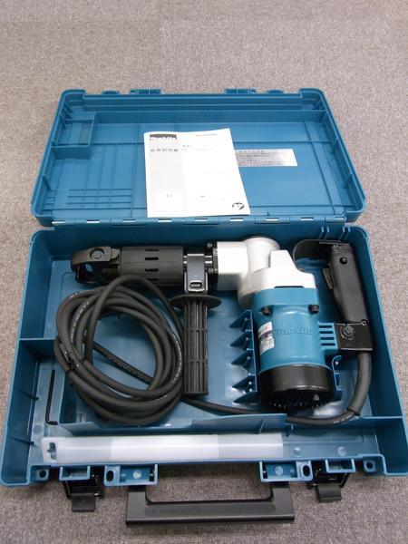 マキタ 電動ハンマ 100V(六角シャンク) <HM0810>ケース付き 【電動ハンマー 価格 安い 最安値挑戦 電動工具 通販 おすすめ 人気 比較 送料無料 激安】
