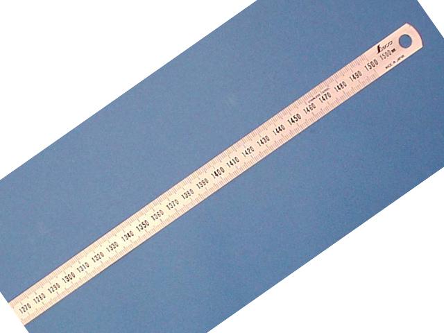 シンワ 細巾直尺 シルバー 1.5m <13285> 【150mm ステンレス ものさし 1m 30cm セット 15cm 20cm 無地 0.2mm 丸ノコガイド jis1級 工具 通販 おすすめ 人気 比較 16200円以上は 送料無料】
