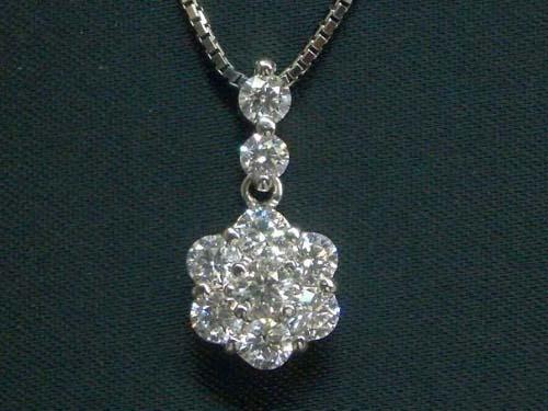 VSクラス:H&Q 1.0ctダイヤのフラワーデザイン◆プラチナネックレス