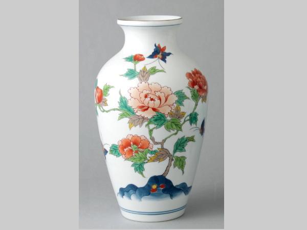 有田焼 染錦牡丹蝶絵 中細花瓶