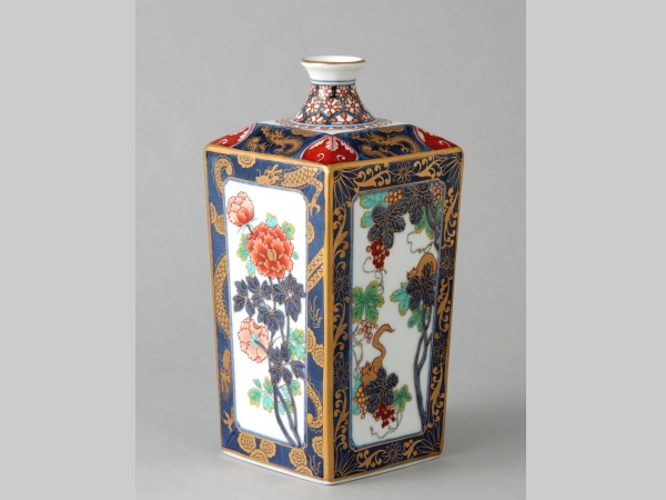 有田焼 色彩ぶどう 角瓶