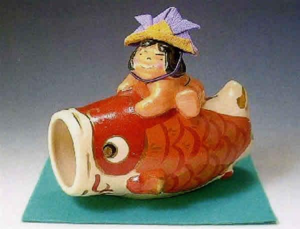 五月人形 清水焼 楽焼 鯉 置物 兜 (敷布付き) / 端午の節句 初節句 お祝い ギフト 贈り物 五月人形