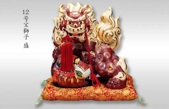 【楽ギフ_のし】 伝統工芸品 九谷焼 12号 宝獅子 「盛」 (房 布団付)(K6-1643) 縁起置物 厄除け 魔除け 新築祝 引越祝 暦祝祝 海外へのお土産