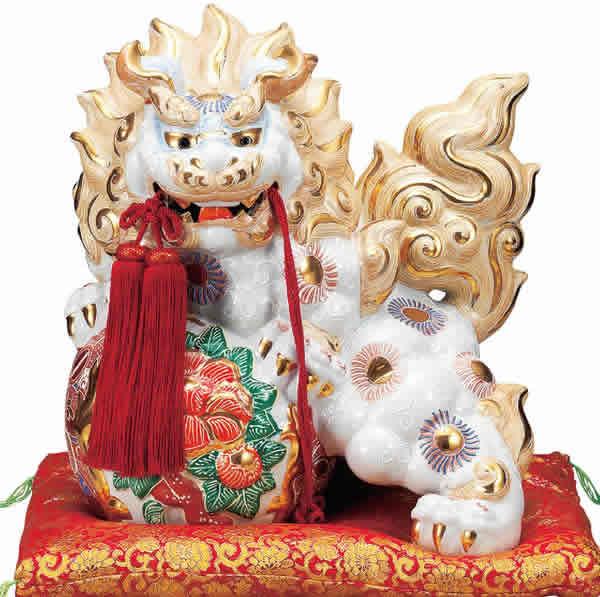 【楽ギフ_のし】 伝統工芸品 九谷焼 13号 牡丹獅子 「白盛」 (房 布団付) 縁起置物 厄除け 魔除け 新築祝 引越祝 暦祝祝 海外へのお土産