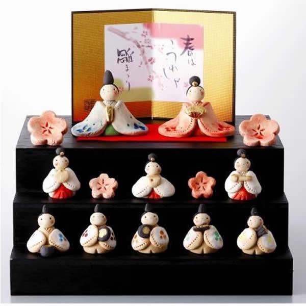 雛人形 美濃焼・工房SAO 嬉しき雛段飾り (屏風付き)・・可愛いお子様、お孫さんにどうぞ! 誕生日 お祝い プレゼント ギフト 内祝い お返し