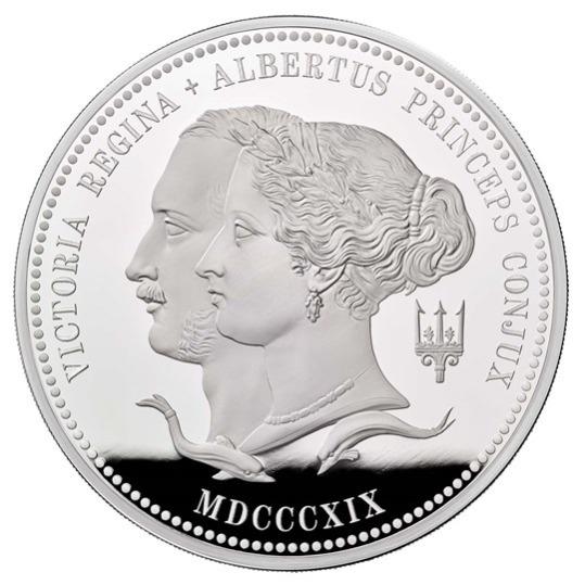 2019 イギリス ヴィクトリア女王生誕200周年記念 500ポンド銀貨 1キロ プルーフ 箱とクリアケース付き 新品未使用