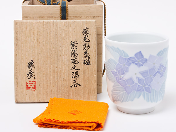室町勝廣 作 葆光彩盛磁 紫陽花文湯呑 muromachi-01お茶のふじい・藤井茶舗