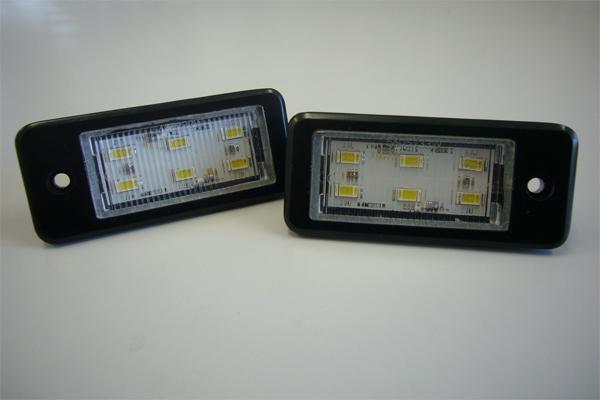 今なら超大得価 レーシングダッシュRacing Dashの高輝度LED内蔵7 新作通販 000ケルビンの爆白光ナンバー灯 A8 S8LEDライセンスプレートライトユニット 驚きの値段で AUDIアウディ