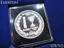 에버튼 2관에서 25주년 기념 BOX들이 유니& DVD &메달 한정 생산