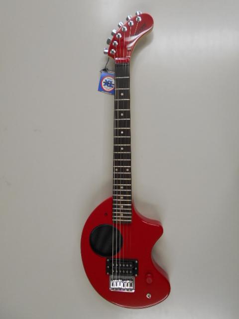 新品 店頭展示品 FERNANDES(フェルナンデス) アンプ内蔵エレキギター ZO-3 2011 STD RED ソフトケース付! 小物セット付!