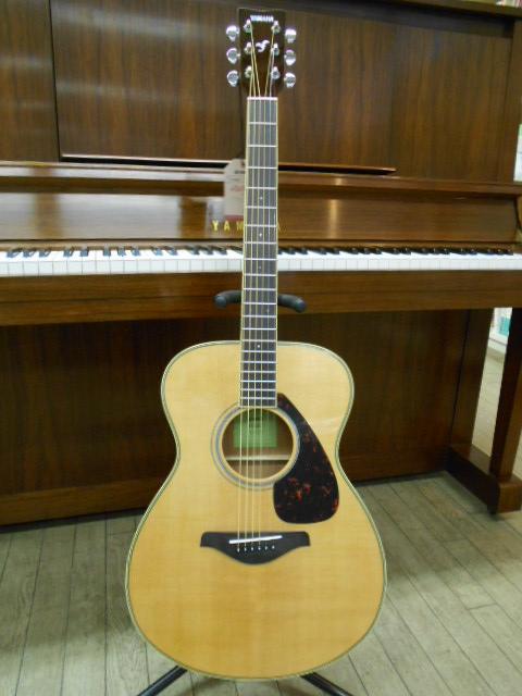 新品 店頭展示品 YAMAHA (ヤマハ) アコースティックギター FS-820 (FS-820) ソフトケース付!