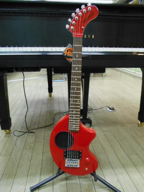 新品 店頭展示品 FERNANDES(フェルナンデス) アンプ内蔵エレキギター ZO-3'2011 RED(レッド) 専用ソフトケース付! 小物セット付!
