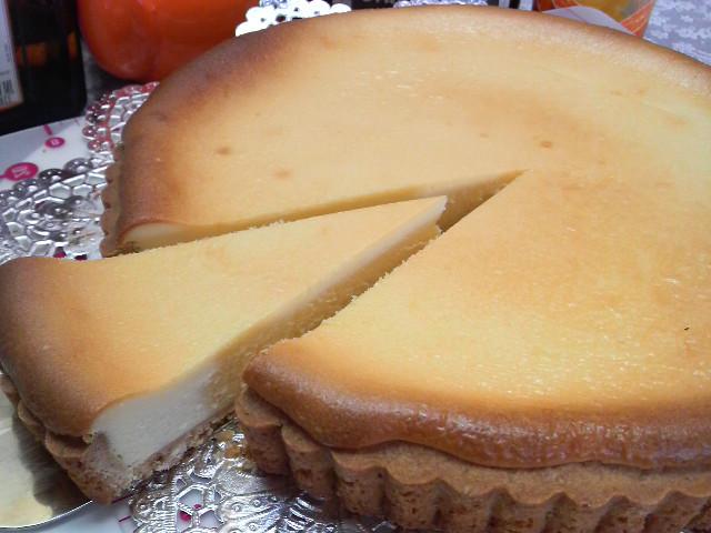 グラハム入りのタルト台にクセの無いタイプのクリームチーズをたっぷり使いレモン風味で仕上げました マーケット 現品 ベイクドチーズタルト 18cm