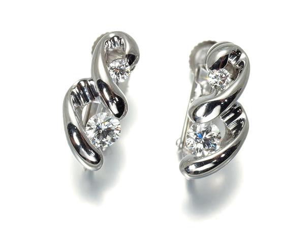 ギンザタナカ 上質ダイヤ ダイヤモンド イヤリング 0.16ct/0.16ct K18WG【中古】BLJ/GENJ