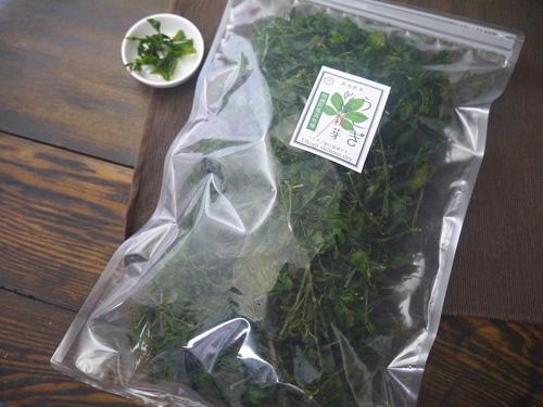 朝摘みしたうこぎ新芽をその日のうちに乾燥し保存に優れた商品としました ドライ 安心の実績 高価 買取 強化中 うこぎ新芽 100g袋詰 業務用 ブランド激安セール会場