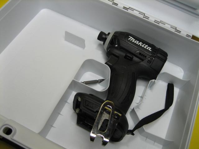 マキタ充電インパクトドライバ TD149DZ(黒)18V 本体・ケースセット