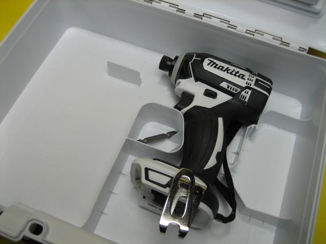マキタ充電インパクトドライバ TD149DZ(白)18V 本体・ケースセット