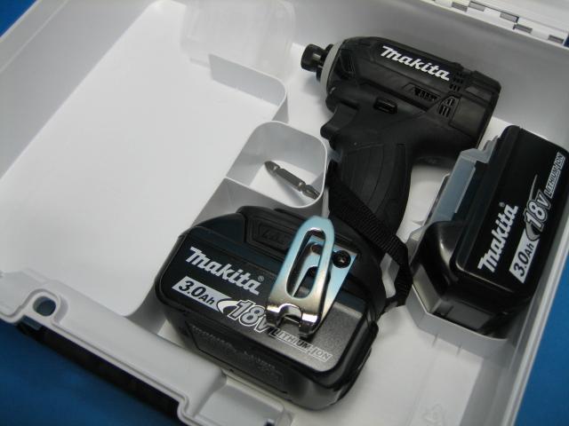 【特別セット】マキタ充電インパクトドライバ TD149DZB(黒)18V 本体・バッテリー2個・ケースセット