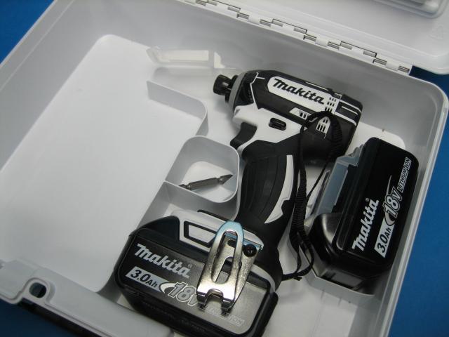 【特別セット】マキタ充電インパクトドライバ TD149DZW(白)18V 本体・バッテリー2個・ケースセット