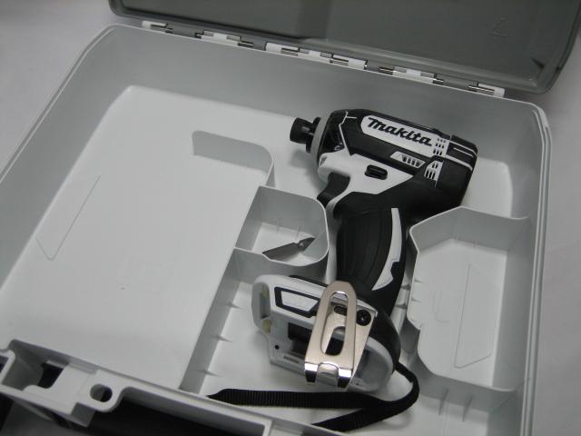 注 沖縄県には発送できません マキタ充電インパクトドライバ 休日 TD138DZ 爆売りセール開催中 白 本体 ケースセット 14.4V