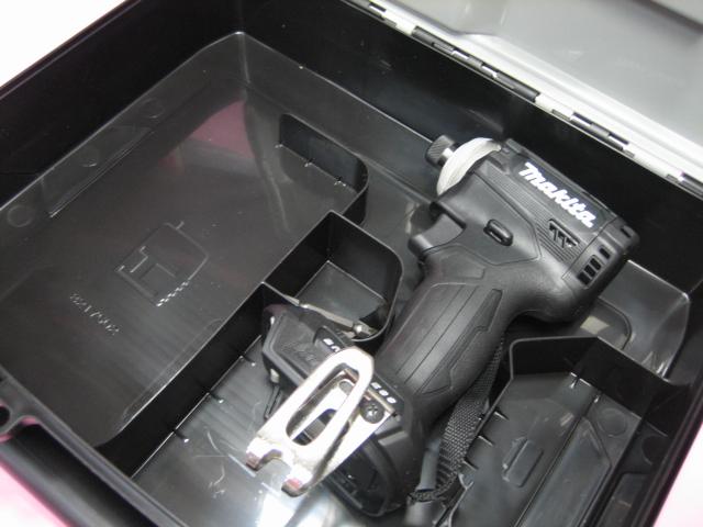 マキタ充電インパクト TD161DZB(黒) 14.4V 本体・ケース(バッテリー・充電器 は付属しておりません)
