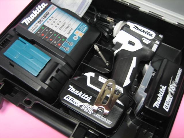 マキタ充電インパクト TD171DRGXW(白) 18V バッテリー(6.0Ah)2個・充電器(DC18RF)セット