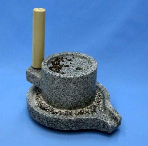 みかげ石皿型挽き臼(ミニ茶臼)