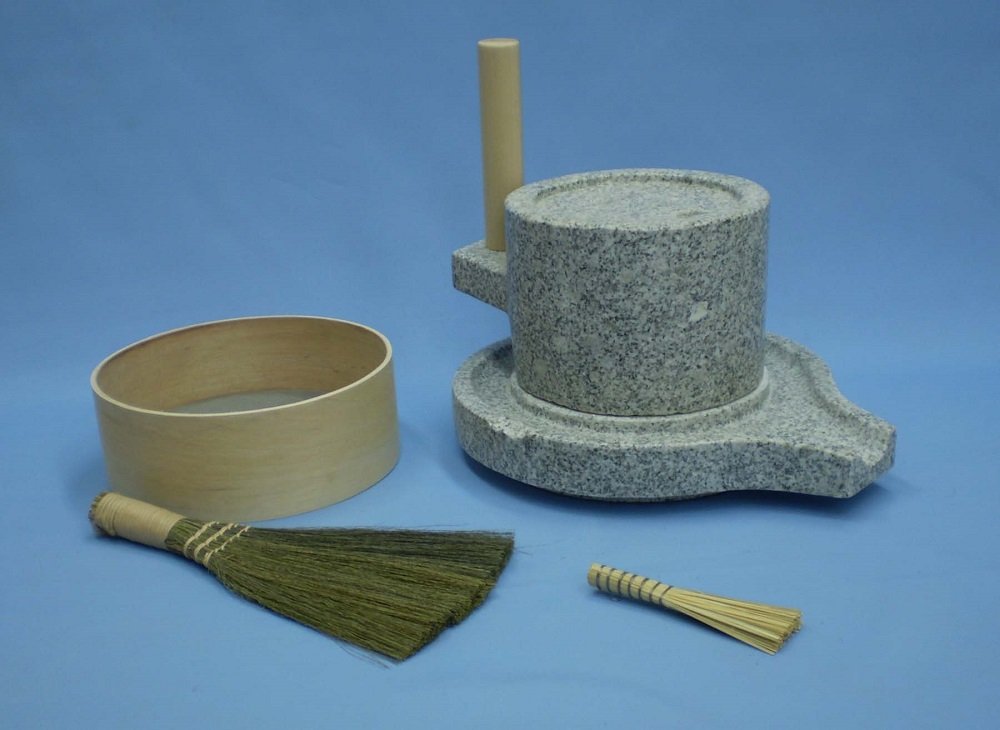 挽き臼セット 18型 (みかげ石皿型挽き臼18型・ふるい・ミニ竹ハケ・い草粉ホーキ)