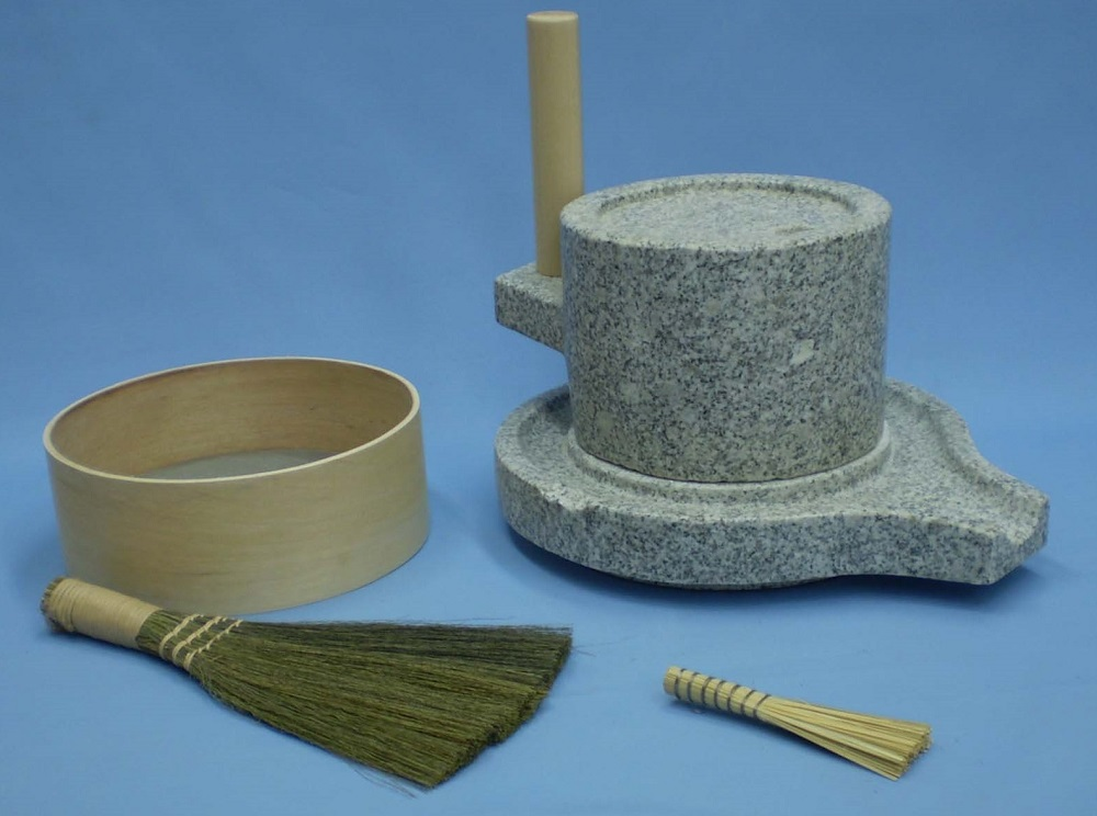 挽き臼セット 24型 (みかげ石皿型挽き臼24型・ふるい・ミニ竹ハケ・い草粉ホーキ)