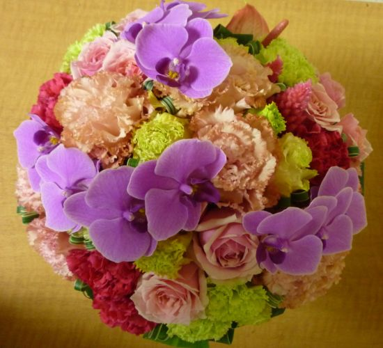 [誕生日花][お祝い花]におしゃれなラウンドアレンジ【HLS_DU】【楽ギフ_メッセ入力】