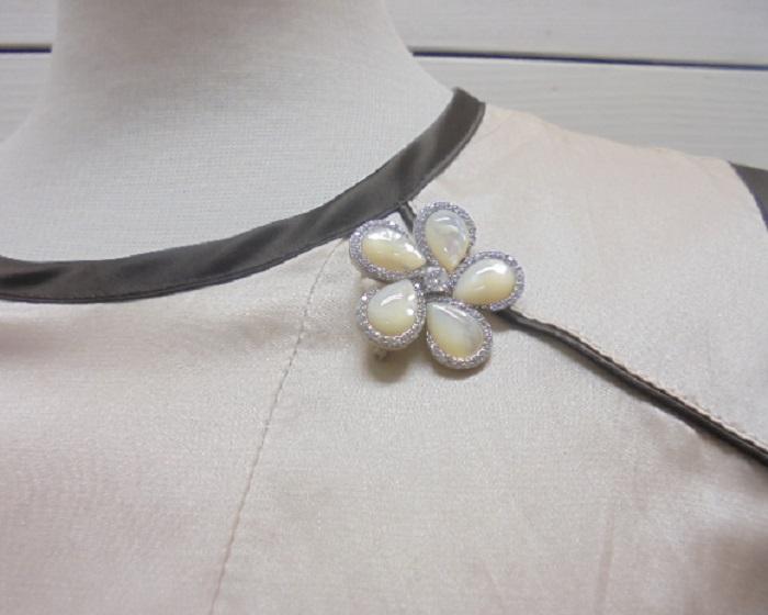 真珠ピンブローチ・お花シェル2WAYブローチSVチェーン付きペンダントネックレス【通販】【アコヤ真珠】