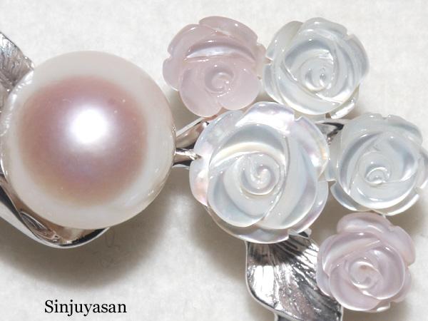 真珠屋さん 伊勢志摩 【特大】10.2mm アコヤ真珠ブローチ バラ美しい白蝶シェル