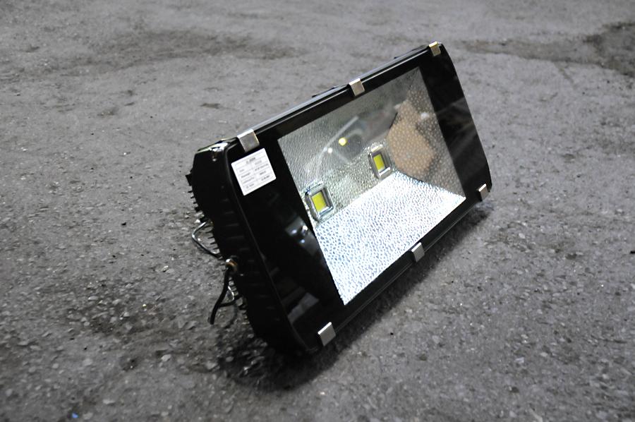 正規通販 全国送料無料!200W LED投光器 新品/作業灯/18000lm強烈な光!2000W相当の明るさ floodlight!防水・軽量コンパクトで屋内 車載工具・室内で使用可能!点灯時画像あり 新品/作業灯 非常用ライト 看板灯 工業灯 floodlight フラッドライト 防災用品 車載工具 ハイスペック 高性能 高品質 節電, limiteD:b42cfaca --- supercanaltv.zonalivresh.dominiotemporario.com