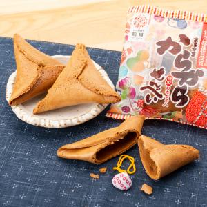 江戸時代から伝わる鶴岡の駄菓子の一つです 今でも一つ一つ手作りで 昔と変わらないおいしさです からからせんべい 代引き不可 個包装タイプ 10個セット 特製おもちゃ 民芸 お菓子 まるやま 山形 安全 東北 お土産