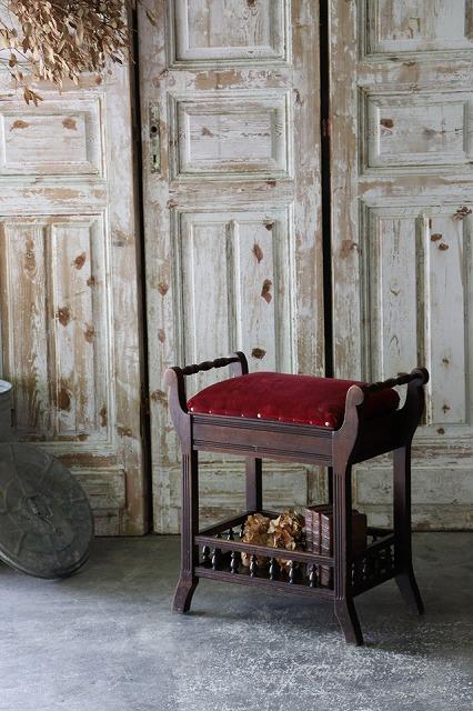 おしゃれ イギリスアンティーク アンティークスツール アンティークチェア 紅色 ピアノ 商品 スツール 紅色のシート 椅子 英国アンティーク ピアノスツール スピード対応 全国送料無料 U67