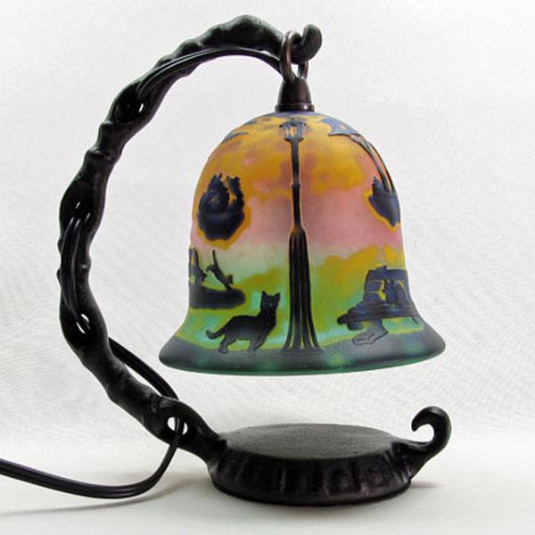 猫の手作りガラスランプ フロア(ルーム)ランプ 猫のいる風景|こもれびガラス工房| 猫グッズ 猫雑貨 猫 ねこ ネコ|ガラス ランプ|