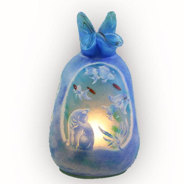 猫の手作りガラスランプ フロア(ルーム)ランプ 猫と金魚(巾着型)|こもれびガラス工房| 猫グッズ 猫雑貨 猫 ねこ ネコ|ガラス ランプ|