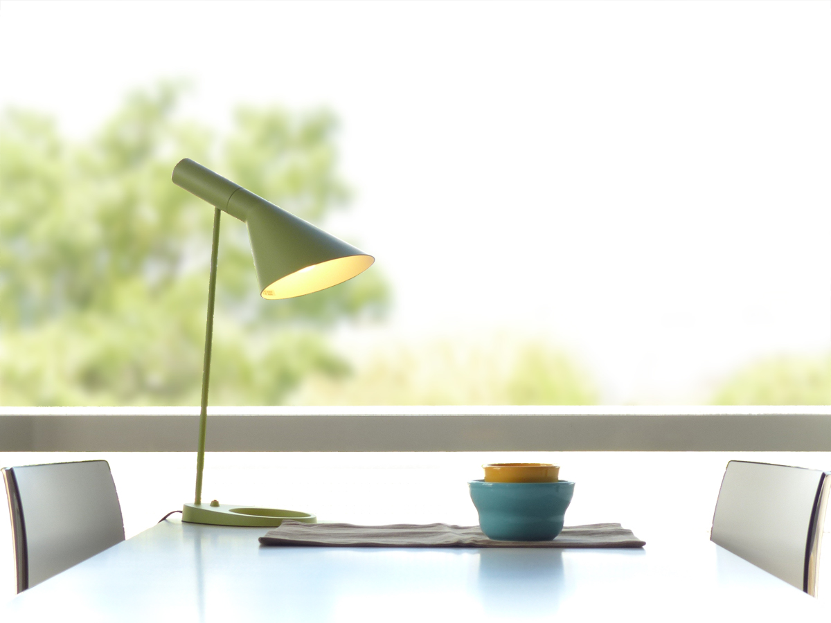 アルネ・ヤコブセン AJ テーブルライト ライトグリーン LED電球付 デザイナーズ Arne Jacobsen 北欧デザイン 書斎 寝室 インテリア照明 ジェネリックリプロダクト ランプ 間接照明 北欧 スタンドライト アルネヤコブセン