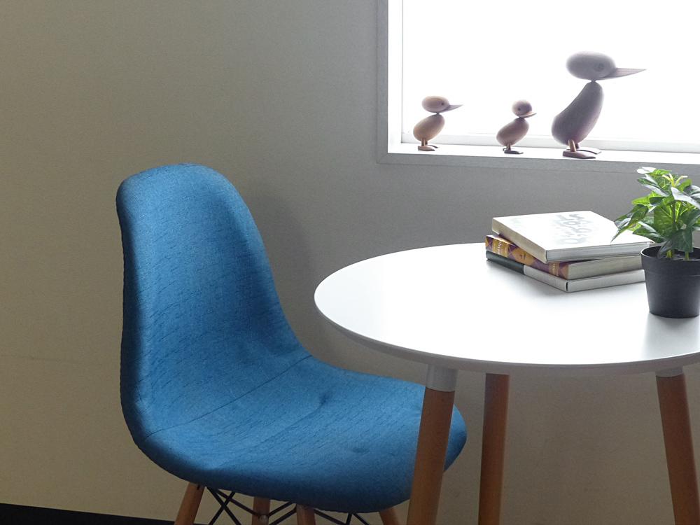 Loaf(ローフ)ラウンドテーブル 全2色 3本脚 カフェテーブル サイドテーブル ダイニングテーブル ラウンドテーブル 丸テーブル リビング お洒落 西海岸 インテリア デザイナーズ テーブル 机 ダイニングチェア リビング ワンルーム