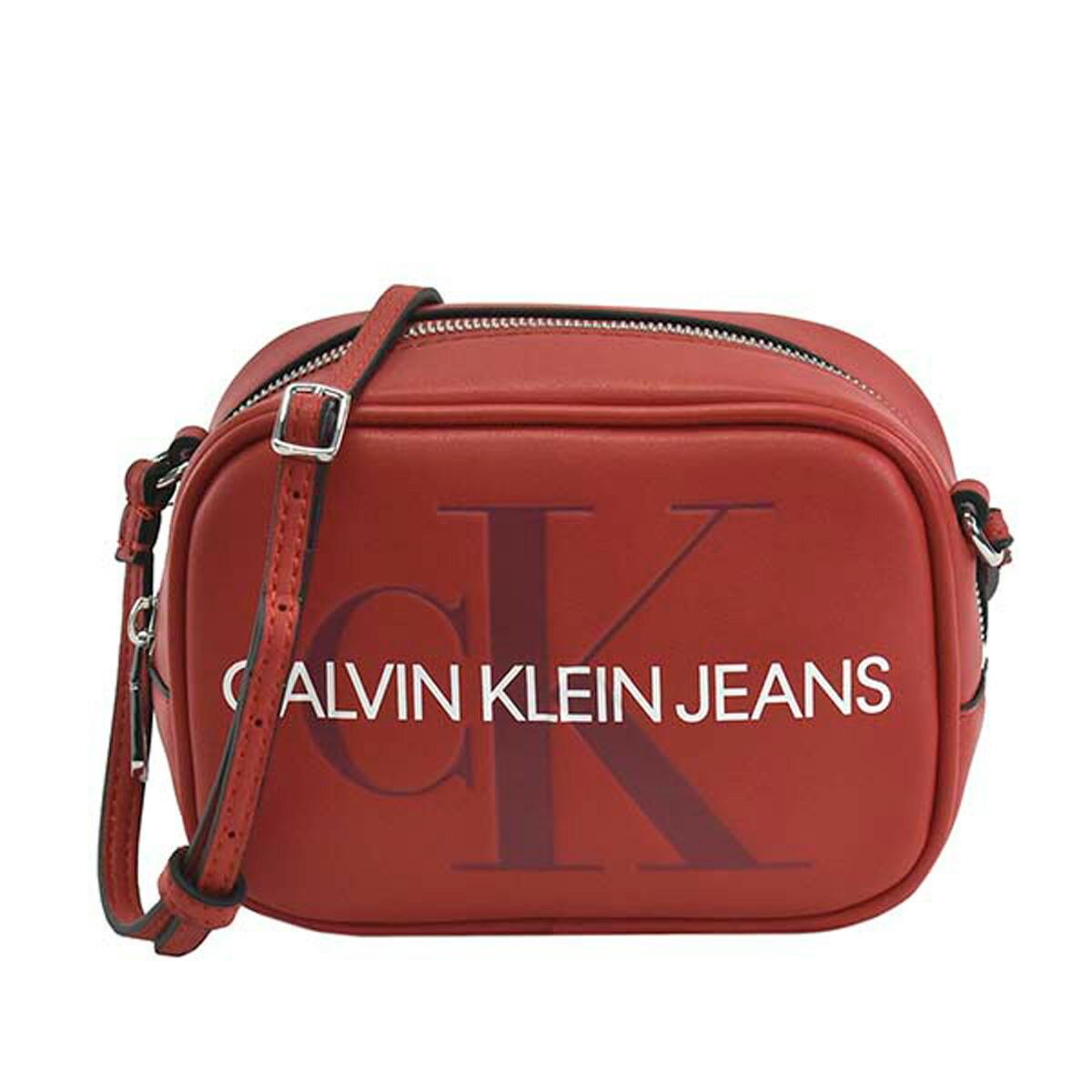 カルバンクラインジーンズ Calvin Klein Jeans CK バッグ K60K605524 649 SCULPTED MONOGRAM CAMERA BAG スカルプトゥ モノグラム カメラバッグ 斜めがけバッグ ミニバッグ ショルダーバッグ BARBADOS CHERRY レッド系+ライトブルー系