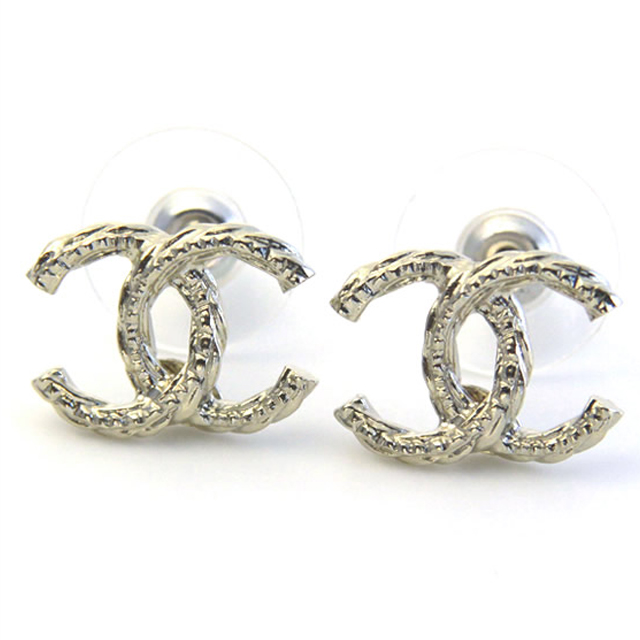 It Is White Day On Chanel A85894 Dore Coco Twist Here Mark Cc Logo Stud