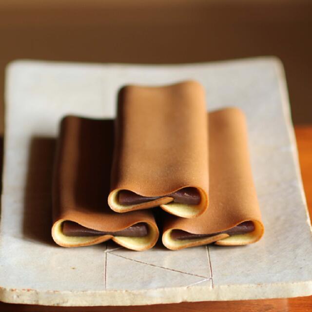 香ばしく焼いた生地でこしあんを包んだ和菓子です 津和野の名物 源氏巻 1本 新作からSALEアイテム等お得な商品満載 おすすめ
