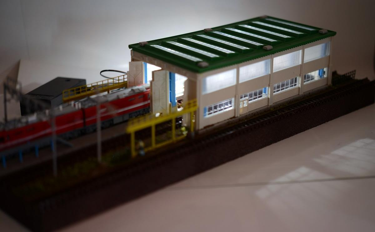 Nゲージ鉄道模型用展示台 照明付きB【電車庫とヤード3線路】●注文製作●※こちらの展示台は40cmx12cm、土台の厚さ2cmになります。