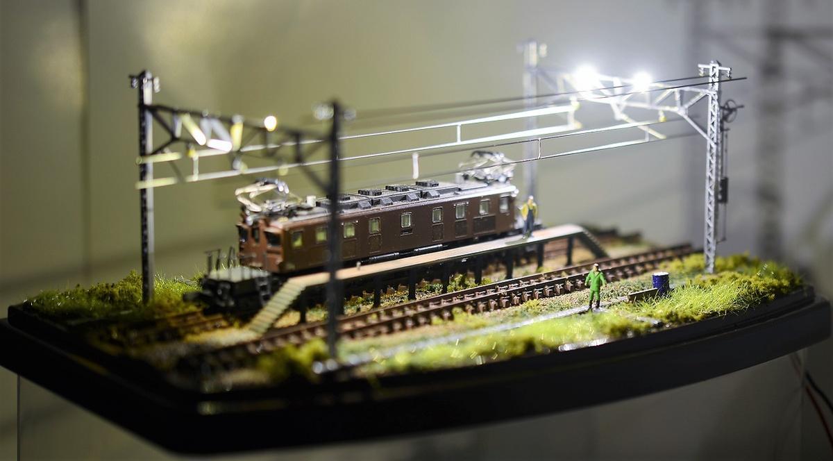 Nゲージ鉄道模型用展示台ケース付きI(照明付)ヤード灯付架線柱(架線、電線付)●注文製作●