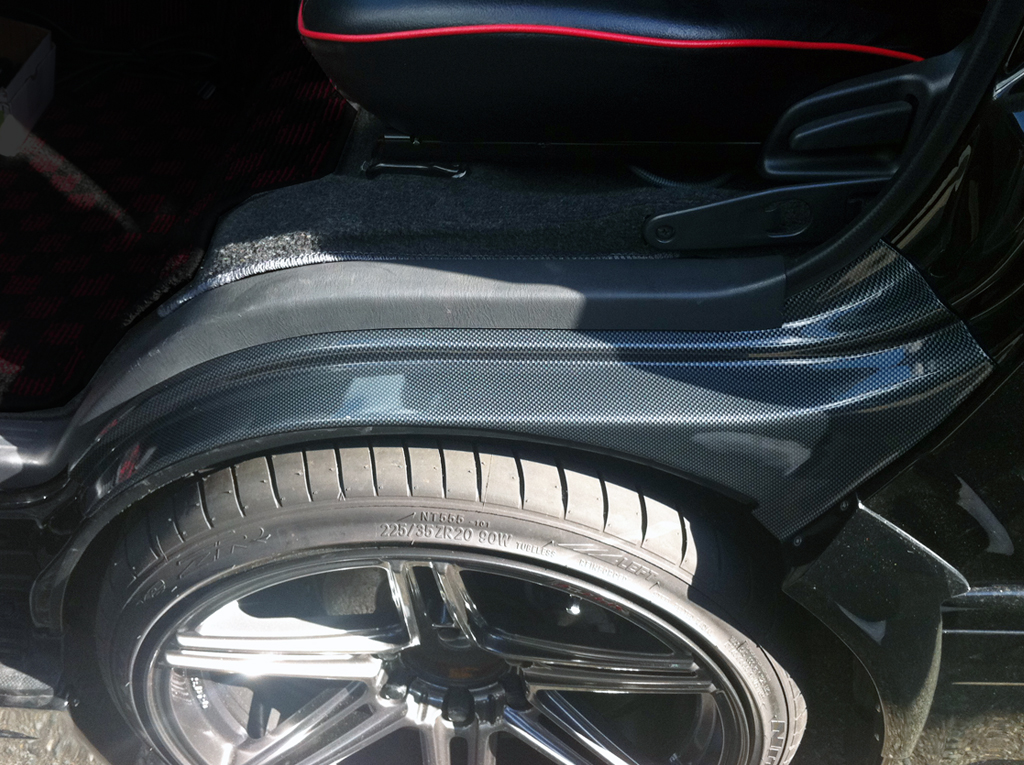 ハイエース200系 フロントタイヤハウスカバー カーボンルックブラック平織り
